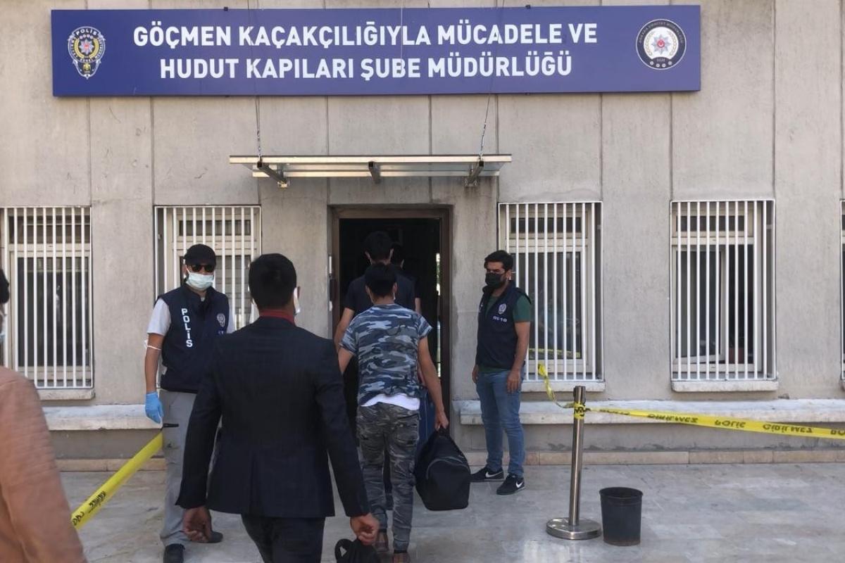 İran üzerinden Türkiye'ye giren 32 Afgan göçmen yakalandı