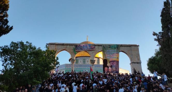 İsrail güçlerinin ses bombalarıyla saldırdığı Mescid-i Aksa'da bayram namazı