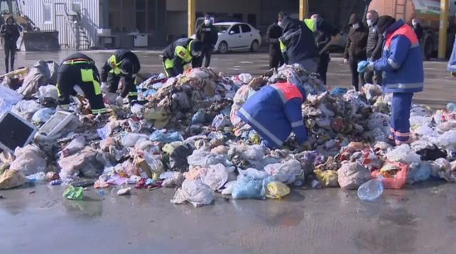 İstanbul Bahçelievler'de akılalmaz olay! Belediye ekipleri bir vatandaşın yanlışlıkla çöpe attığı altınları arıyor