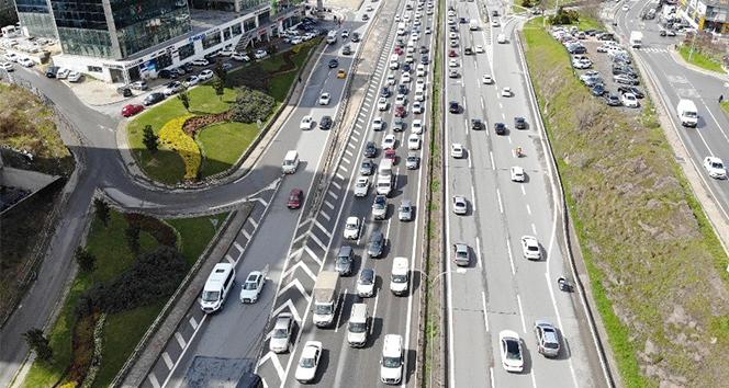 İstanbul'da kısıtlama öncesi trafik yoğunluğu erken başladı