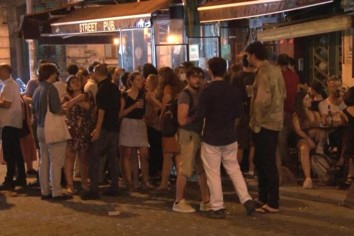 İstanbul'da kısıtlamalar sona erdi, eğlence mekanları doldu taştı