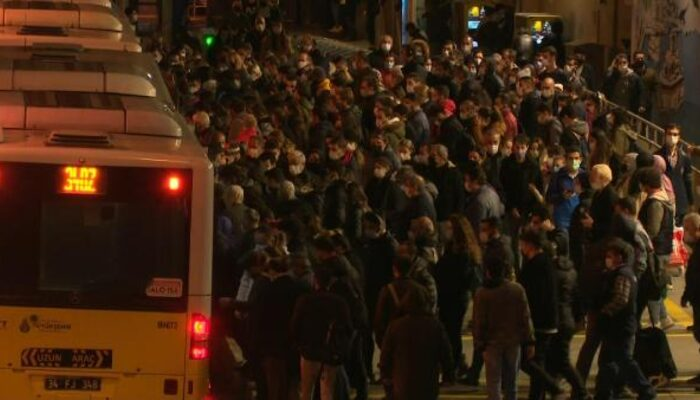 İstanbul'da metrobüs manzarası yine değişmedi