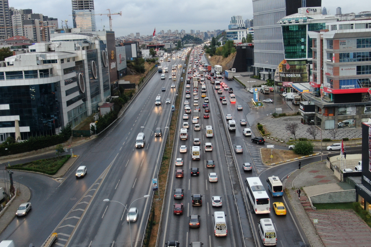 İstanbul'da yağışlar trafiği vurdu
