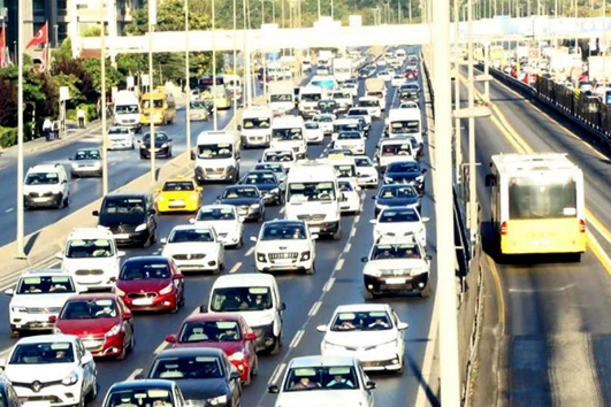 İstanbul'da yüz yüze eğitimin ilk gününde trafik yoğunluğu 51'lerde seyrediyor
