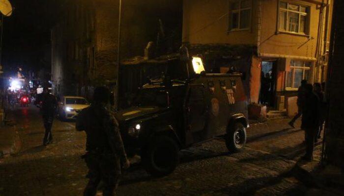 İstanbul Fatih'te hareketli gece! Polisi vurdu, özel harekat sevk edildi