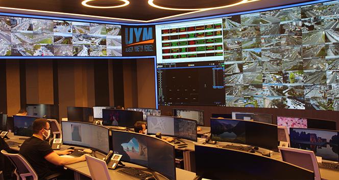 İstanbul'un 'tam kapanma' trafiği bu merkezden izleniyor