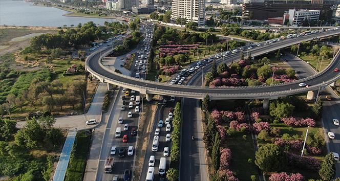 İzmir'in trafiği yine gündemde: Sabah akşam bitmeyen çile