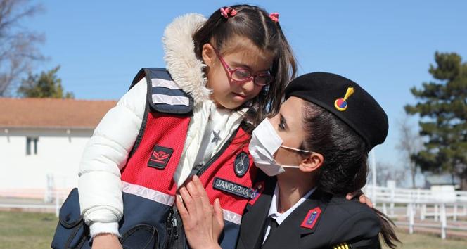 Jandarma ekipleri Down sendromlu çocukları unutmadı