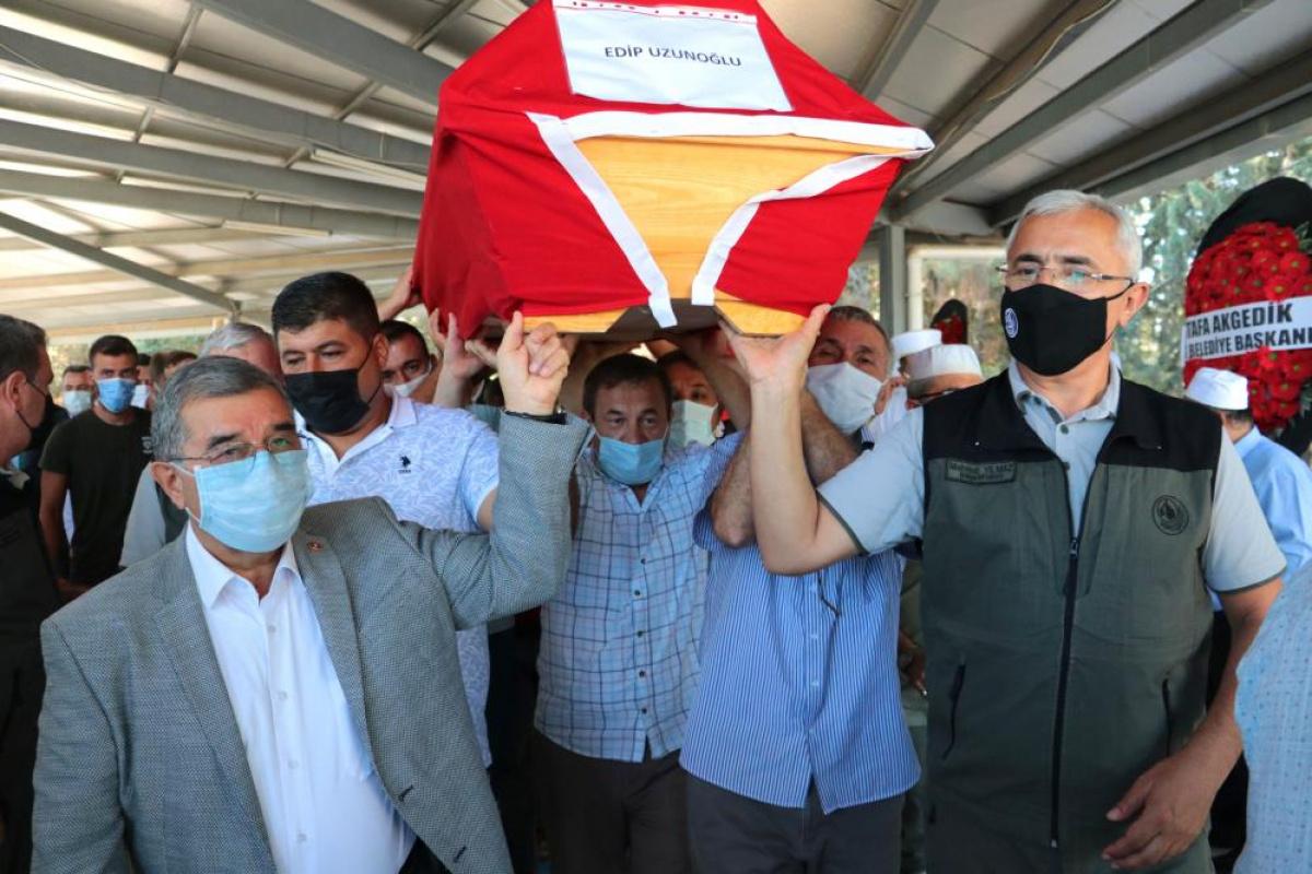 Kahramanmaraş'taki uçak kazasında ölen koordinatör Edip Uzunoğlu toprağa verildi