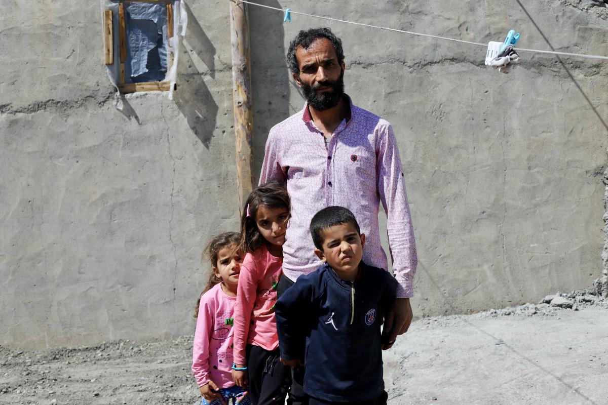 Kanserden eşini kaybeden baba, 3 çocuğuna hem annelik hem babalık yapıyor