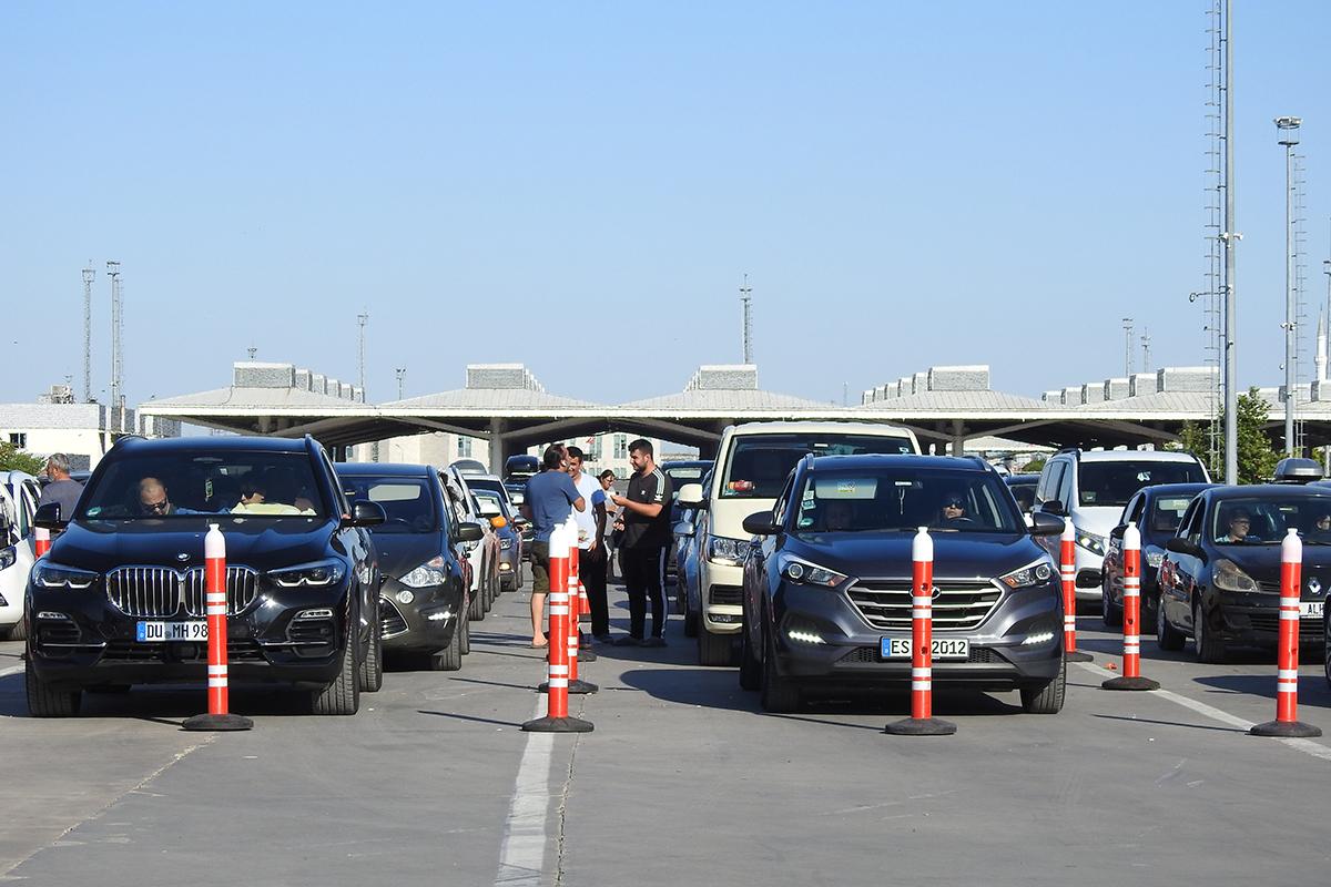 Kapıkule'den saatte 230 araç geçiyor