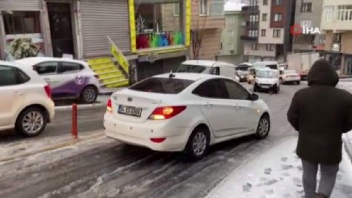 Kar yağışına uyanan İstanbul'da sürücülerin zorlu anları