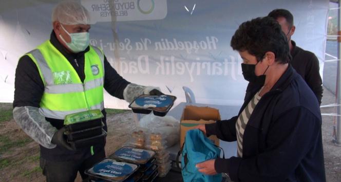 Karadeniz Sahil Yolu'nda iftarda yolda kalanlara sıcak yemek