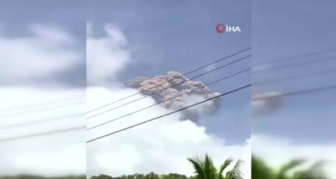 Karayipler'de La Soufriere Yanardağı tahliye çalışmaları sürerken patladı