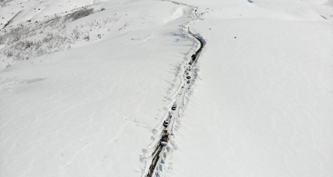 Karda mahsur kalan 45 kişi kurtarıldı