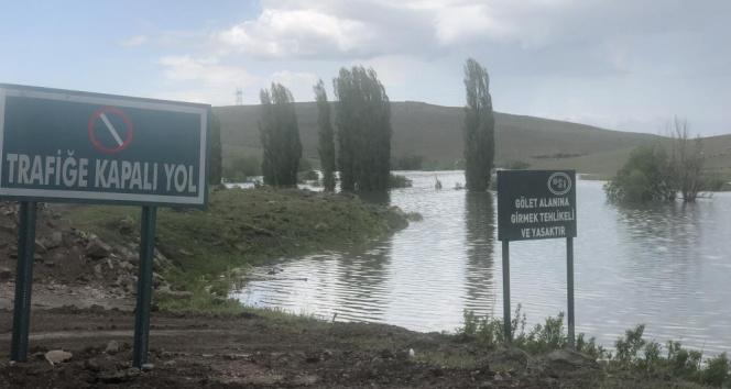 Kars Baraj gölü etrafa pis koku saçıyor