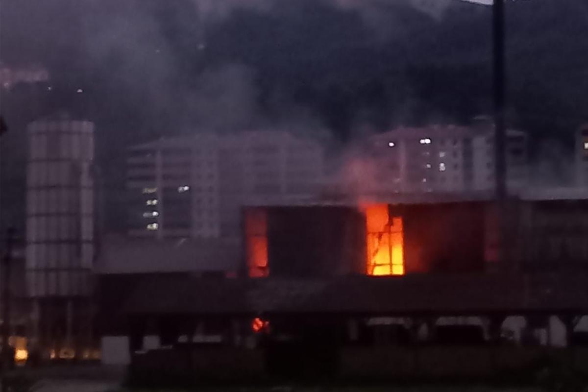 Kereste fabrikasında korkutan yangın
