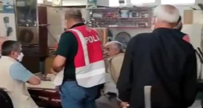 Kısıtlamaya uymadılar, polise yakalanınca okey oynamaya devam ettiler
