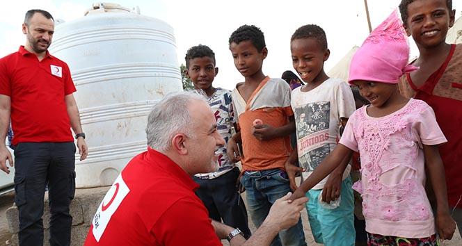 Kızılay, Dünya Yetimler Günü'nde çocuklar için iftar ve iftariyelik dağıttı
