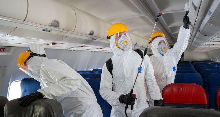 Koronavirüs uçağı: Hindistan'dan Çin'e giden uçakta 68 yolcudan 47'sinin testi pozitif çıktı