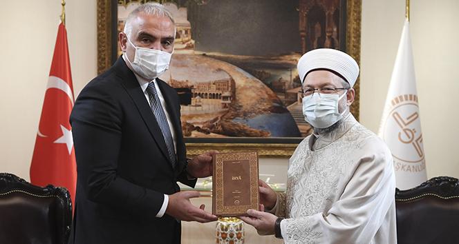 Kültür ve Turizm Bakanı Ersoy'dan Diyanet İşleri Başkanı Erbaş'a geçmiş olsun ziyareti