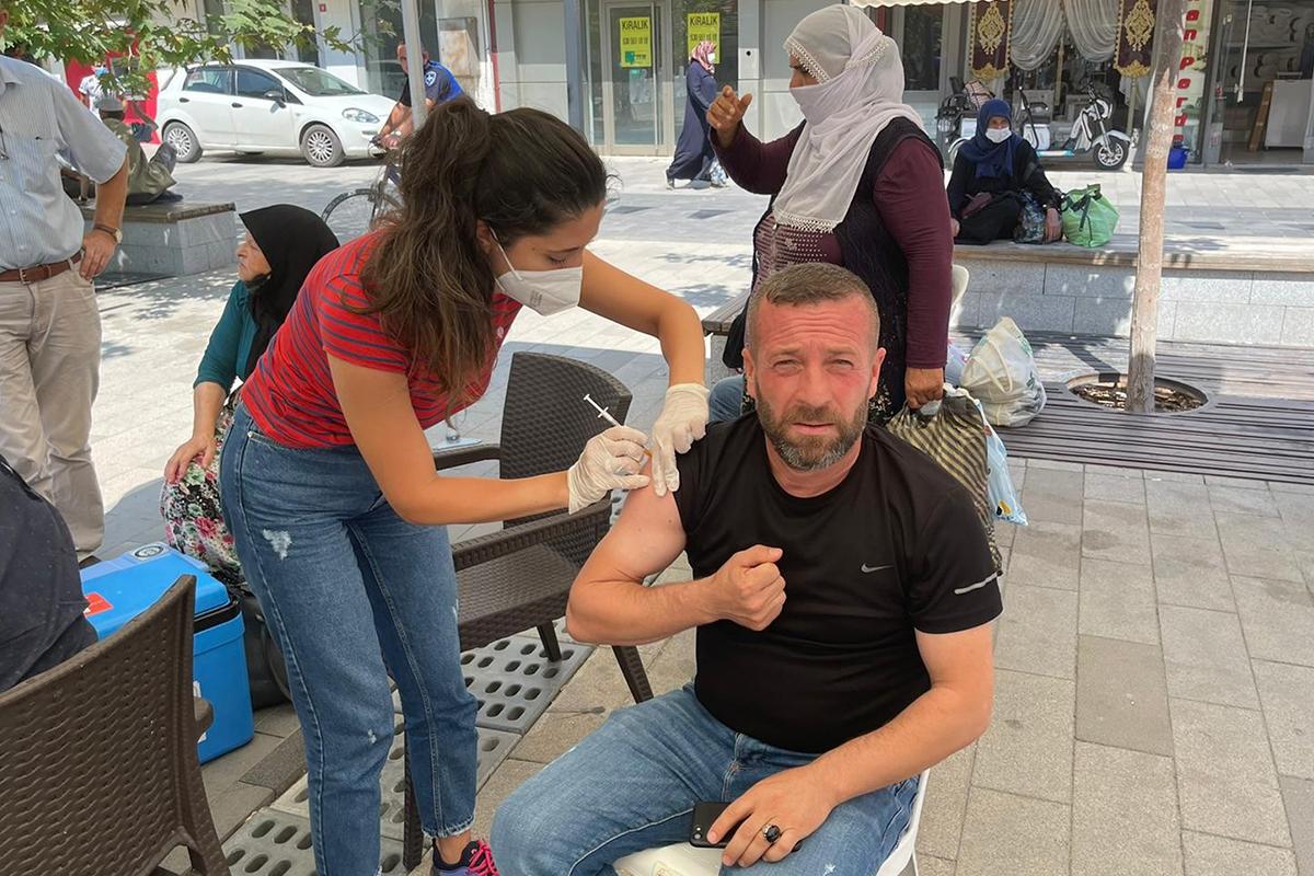 Kurulan aşı çadırlarına ilgi büyük