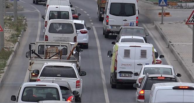Kuşadası'nda trafik kilitlendi