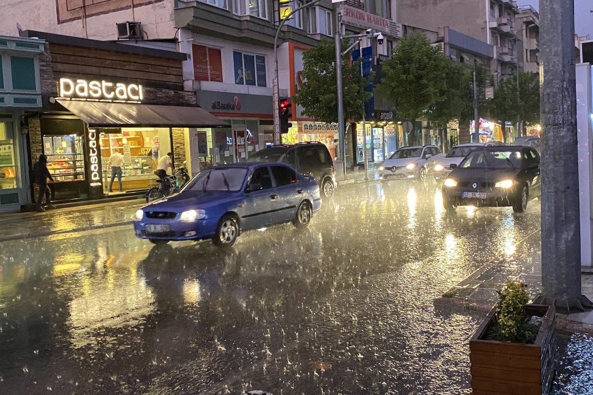 Kuvvetli sağanak yağış uyarısı yapıldı