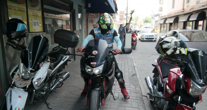 Lüks motosikletli kuryeler