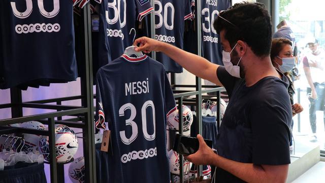 Messi forması 1 milyondan fazla satıldı