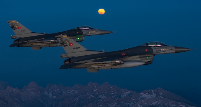 MSB'den savaş uçaklı 'Süper Ay' paylaşımı