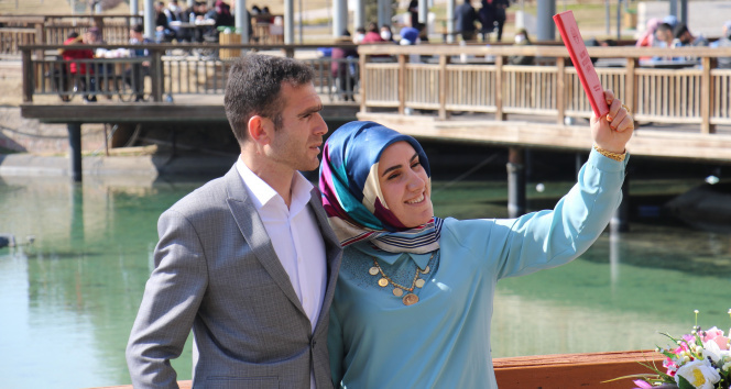 Normalleşme sürecinin ilk gününde çiftlerin nikah sevinci