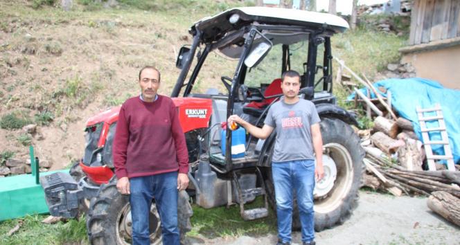 Oğlu traktörle kaza yaptı, kaskodan parasını alamıyor