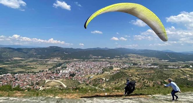 Osmaneli'nde yamaç paraşütü merkezi olacak