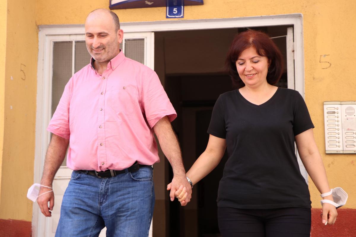 Parkinson hastası, eşinin sevgisiyle yeniden hayata tutundu