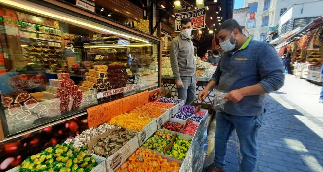 Ramazan Bayramı öncesi Mısır Çarşısı durgun
