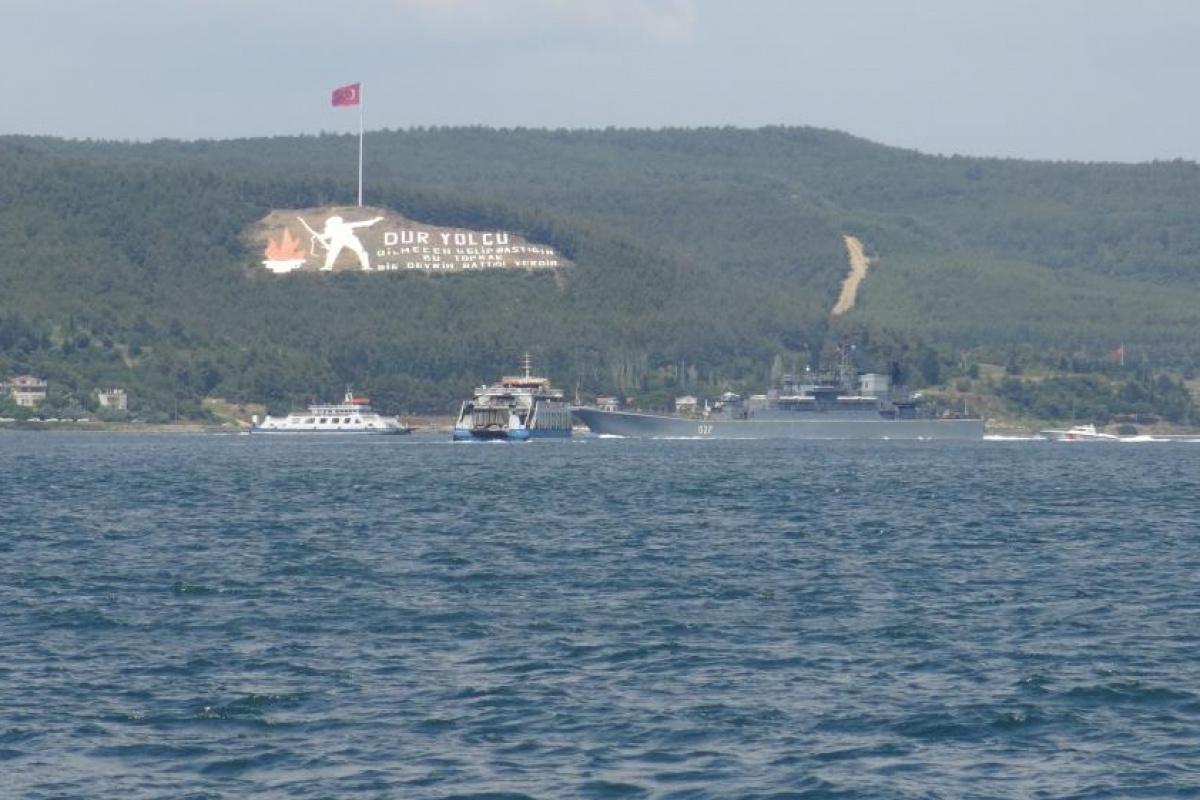 Rus savaş gemileri peş peşe Çanakkale Boğazı'ndan geçti!