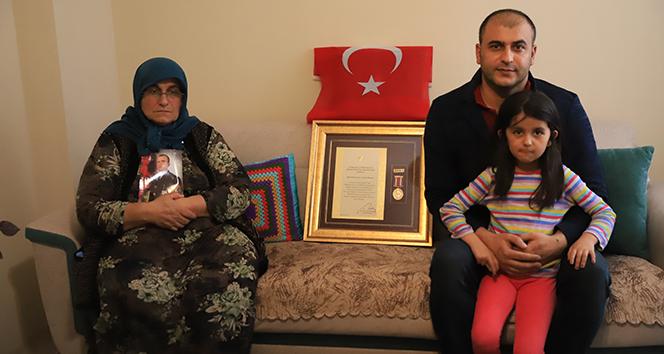 Şehit olan Piyade Uzman Çavuş Tayfur Hançer'in annesi konuştu! 'Evladımın kanı yerde kalmadı'