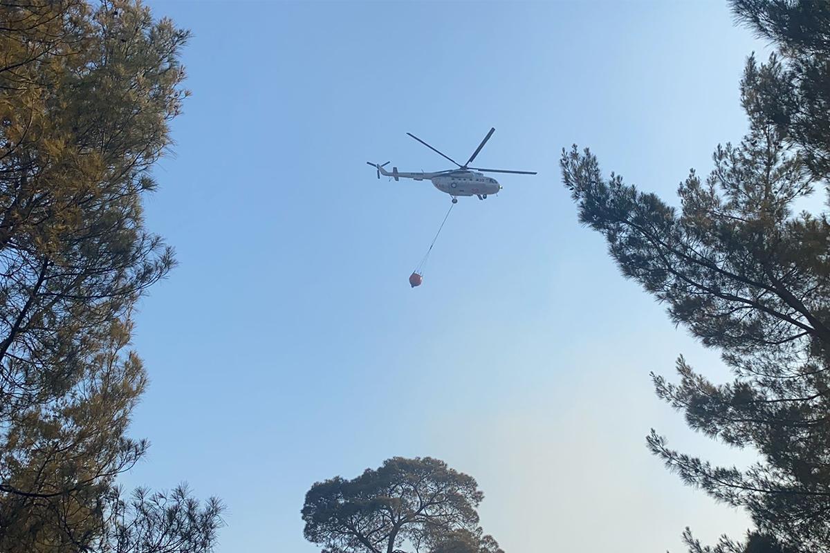 Seydikemer'deki yangına 5 helikopter ile havadan müdahale ediliyor