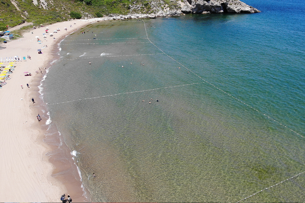 Şile Uzunkum Plajı'nda 'Mavi Bayrak' dalgalanmaya başladı