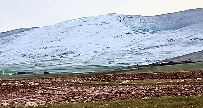 Sivas'ta Haziran ortasında kar yağdı
