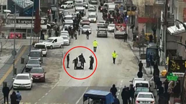 Sokak ortasında büyük panik! Pompalı tüfekle rastgele havaya ateş açtı