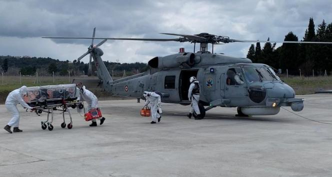 Solunum yetmezliği çeken Covid-19 hastası askeri helikopterle taşındı