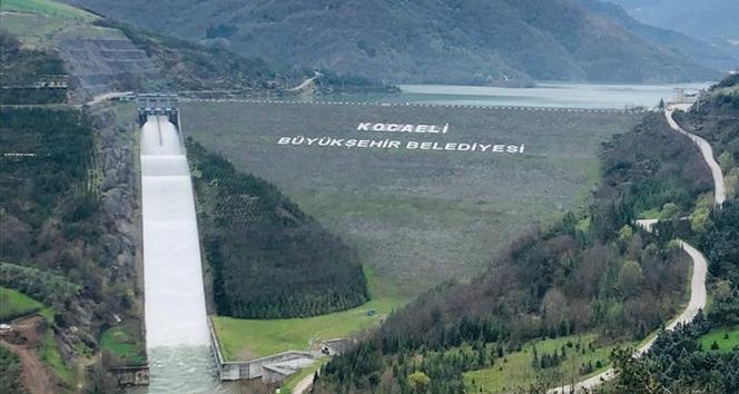 Su seviyesinin yüzde 98'e yükseldiği Yuvacık Barajı'nda kapaklar açıldı