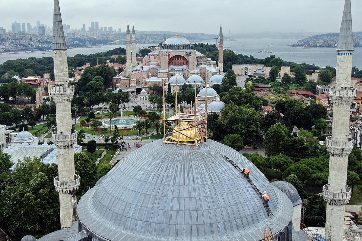 Sultanahmet Camii Kubbe alemi yerleştiriliyor