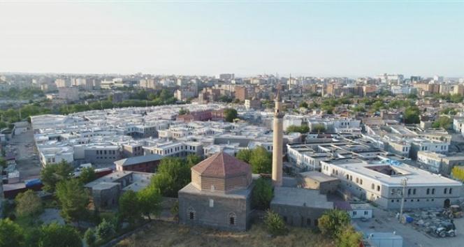 Sur'da tamamlanan yapılar hak sahiplerine teslim edilecek