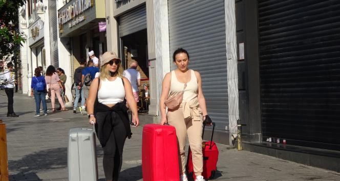 Taksim ve İstiklal Caddesi, adeta pandemi öncesi günlerine döndü