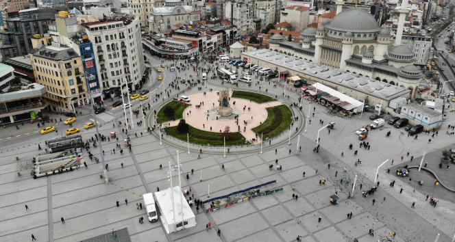 Taksim ve İstiklal Caddesi'nde dikkat çeken yoğunluk