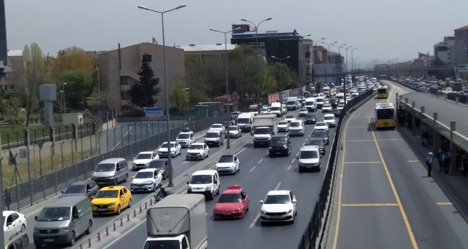 Tam kapanma öncesi İstanbul'da trafik yoğunluğu