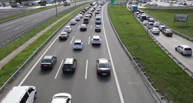 Tam kapanmaya 2 gün kala Bolu Dağı'ndan 100 bin araç geçti
